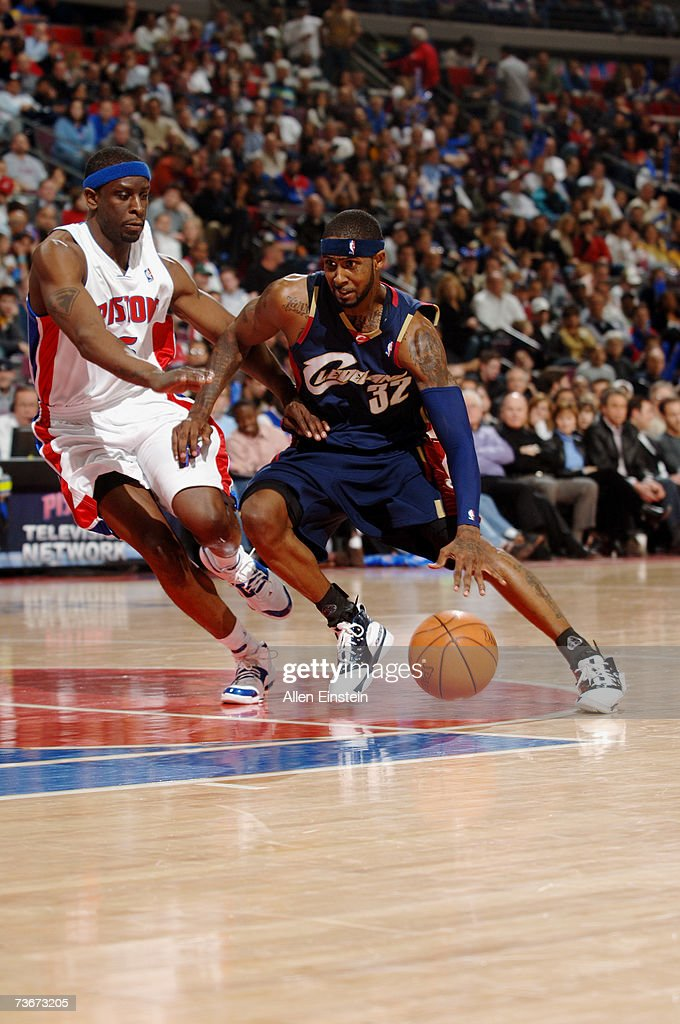 Larry Hughes #32 of the Cleveland Cavaliers drives against Ronald Murray #6 of the Detroit Pistons at The Palace of Auburn Hills on March 7, 2007 in Auburn Hills, Michigan. The Cavs won in overtime 101-97.