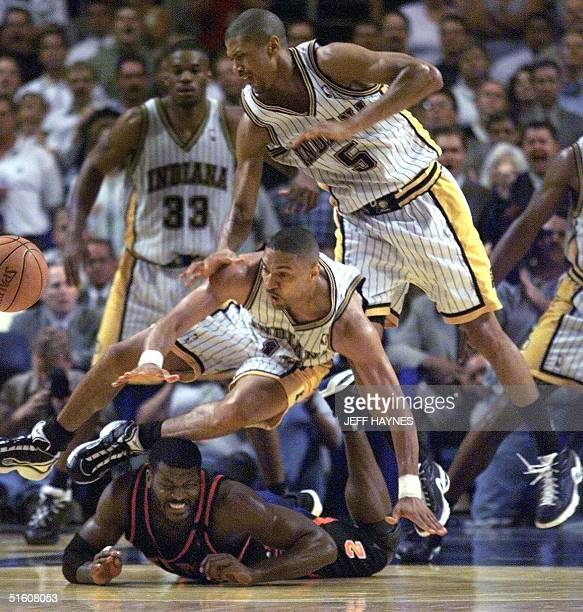 Larry Johnson of the New York Knicks and Mark Jackson and Jalen Rose of the Indiana Pacers fight for the loose ball 01 June 1999 during the second...