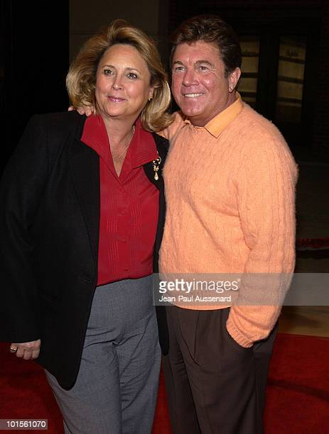 Larry Manetti and wife