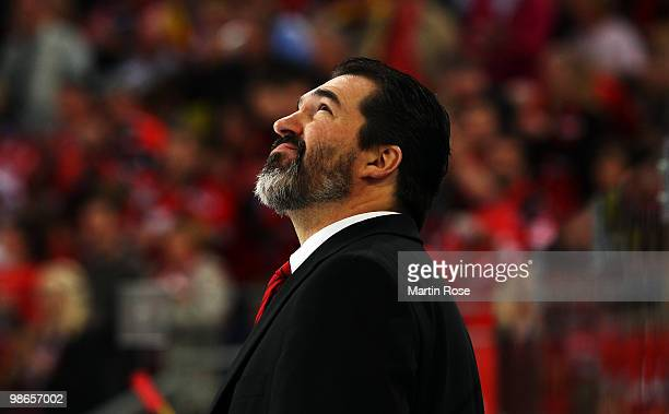Larry Mitchell head coach of Augsburg looks dejected during the DEL play off final match between Hannover Scorpions and Augsburger Panther at TUI...