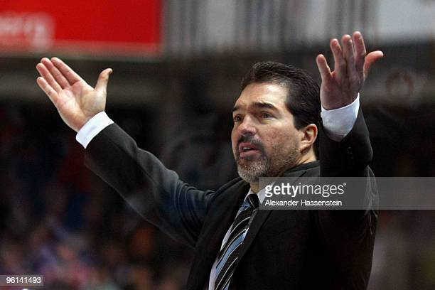 Larry Mitchell head coach of Augsburg reacts during the DEL metch between Thomas Sabo Ice Tigers and Augsburger Panther at the Arena Nuernberger...