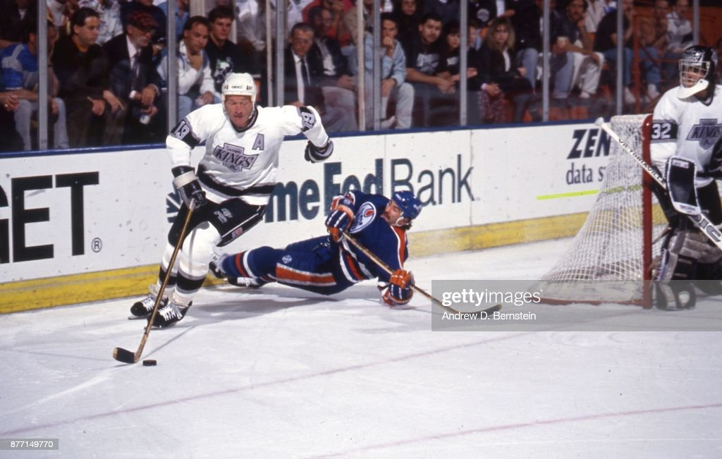 Larry Robinson of the Los Angeles Kings : News Photo