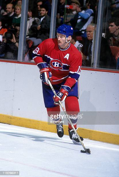 Larry Robinson of the Montreal Canadiens skates with the puck during an NHL game against the Philadelphia Flyers circa 1987 at the Spectrum in...