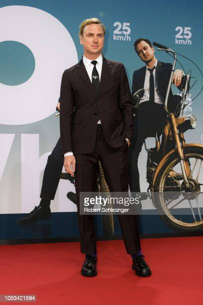 Lars Eidinger attends the '25 km/h' movie premiere at CineStar on October 25, 2018 in Berlin, Germany.