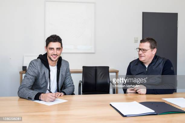 Lars Stindl extends his contract with Borussia Moenchengladbach at Borussia-Park on December 18, 2020 in Moenchengladbach, Germany.