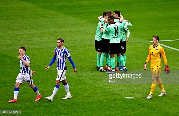Lars Stindl of Borussia Moenchengladbach celebrates with teammates after scoring their team's second goal during the Bundesliga match between Hertha...