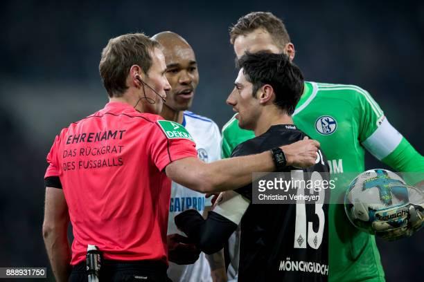Lars Stindl of Borussia Moenchengladbach Ralf Faehrmann and Naldo of FC Schalke 04 discuss with referee Sascha Stegemann during the Bundesliga match...