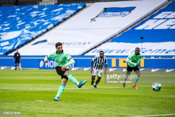 Lars Stindl of Borussia Moenchengladbach score his teams second goal from the penalty spot during the Bundesliga match between Hertha BSC and...