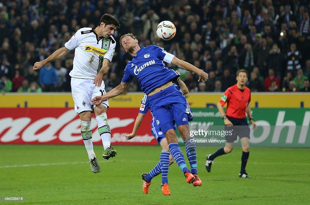 Lars Stindl of Borussia Moenchengladbach scores the first goal during the Bundesliga match between Borussia Moenchengladbach and FC Schalke 04 at Borussia-Park on October 25, 2015 in Moenchengladbach, Germany