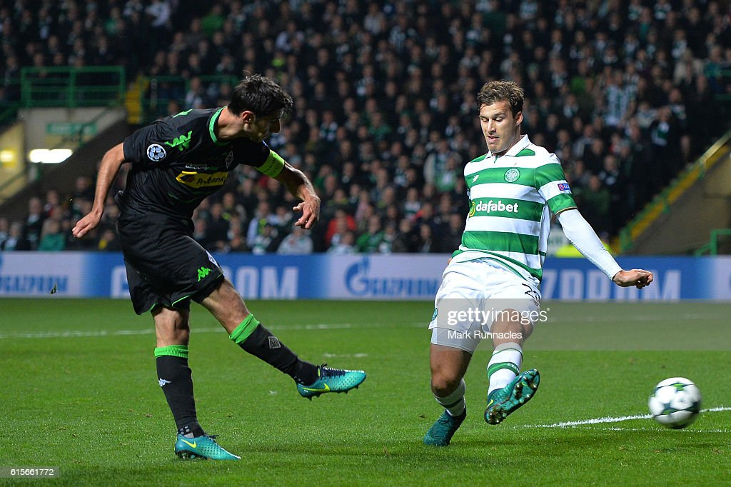 Lars Stindl of Borussia Moenchengladbach scores the opening goal of the game during the UEFA Champions League group C match between Celtic FC and VfL Borussia Moenchengladbach at Celtic Park on October 19, 2016 in Glasgow, Scotland.