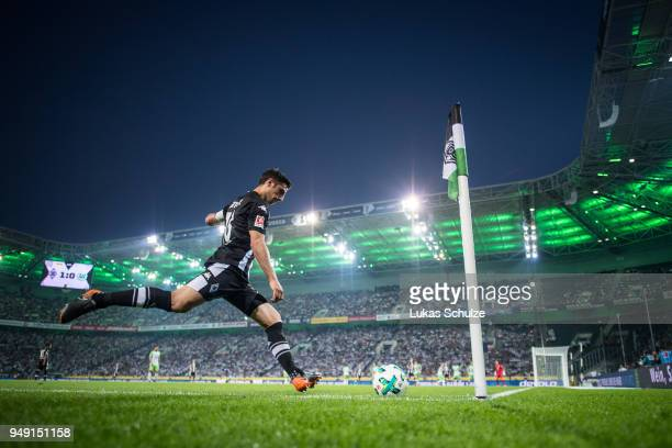 Lars Stindl of Moenchengladbach kicks a corner during the Bundesliga match between Borussia Moenchengladbach and VfL Wolfsburg at BorussiaPark on...