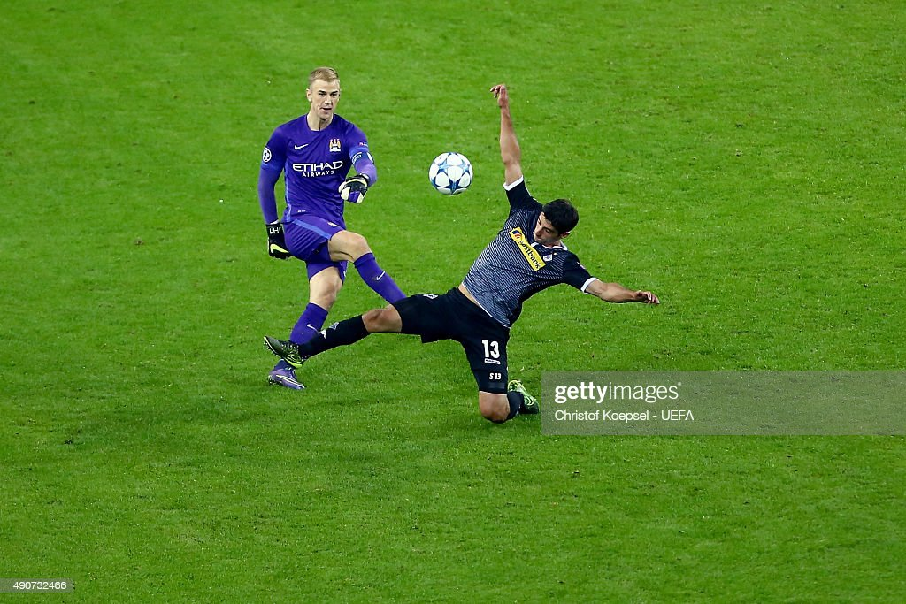 Lars Stindl of Moenchengladbach0 (R) challenges Joe Hart of Manchester City (L) during the UEFA Champions League Group D match between VfL Borussia Monchengladbach and Manchester City FC on September 30, 2015 in Moenchengladbach, Germany.