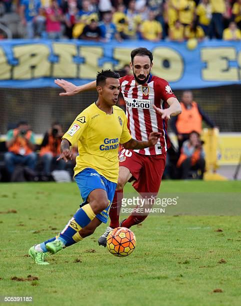 Las Palmas' forward Jonathan Viera vies with Atletico Madrid's defender Juanfran during the Spanish league football match UD Las Palmas vs Club...