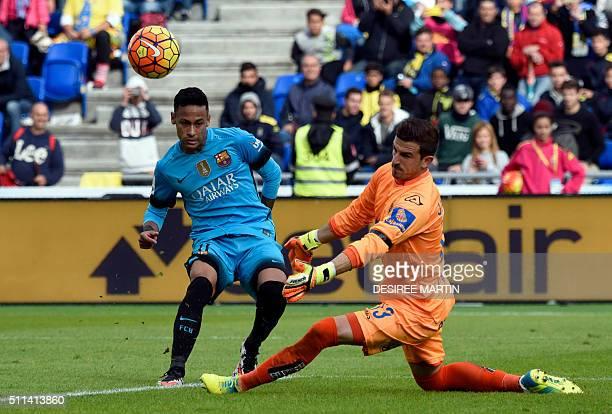 Las Palmas' goalkeeper Raul Lizoain Cruz vies with Barcelona's Brazilian forward Neymar during the Spanish league football match UD Las Palmas vs FC...