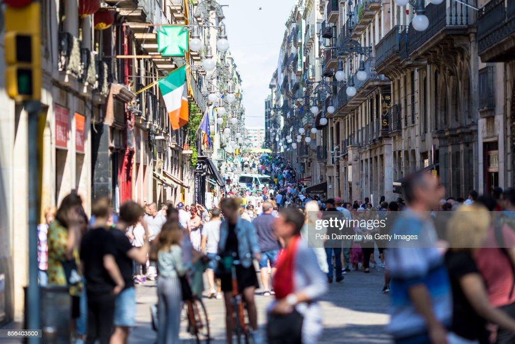 Las Ramblas scene at Barcelona close to Plaça de Catalunya, Spain. Aftermath Of The Barcelona Terror Attack : Stock Photo
