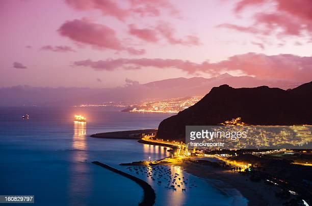 プラヤデラステレシタス-夕暮れ - テネリフェ島 ストックフォトと画像