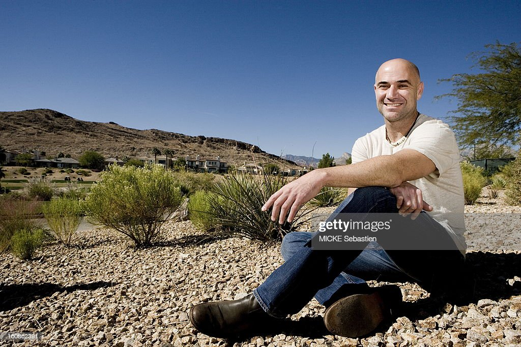 Andre Agassi at a photo shoot with 'Paris Match' at the Red Rock Country Club on the occasion of the release of his autobiography 'Open', in ed. Plon, or he evokes his drug problems: plan smiling face of former American tennis champion posing sitting in the park overlooking the hotel.