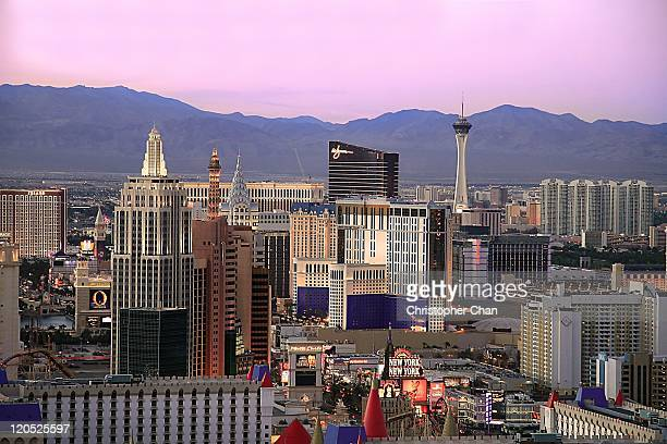 las vegas skyline at dusk - nevada stock pictures, royalty-free photos & images