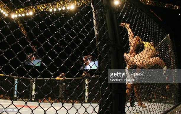 """Las Vegas, UNITED STATES: Franck """"The Answer"""" Edgar of the US fights with Tyson Griffin of the US during their UFC 67: All or Nothing fight at the..."""