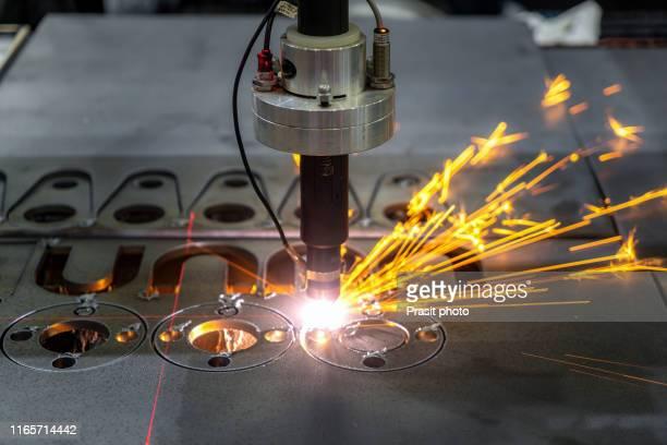 cnc laser cutting of metal, modern industrial technology. small depth of field. - lisa sparks - fotografias e filmes do acervo