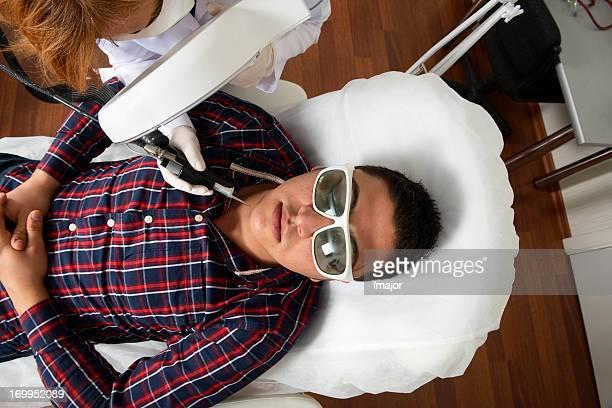 depilación láser - depilacion laser fotografías e imágenes de stock