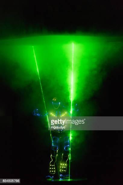 funcionamiento de la etapa de láser hombre