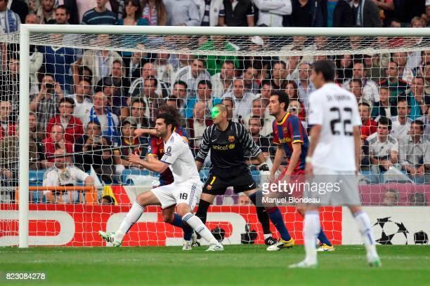 Laser sur Victor Valdes Real Madrid / Barcelone 1/2 finale aller de Ligue des Champions MadridStadeSantiago Bernabeu
