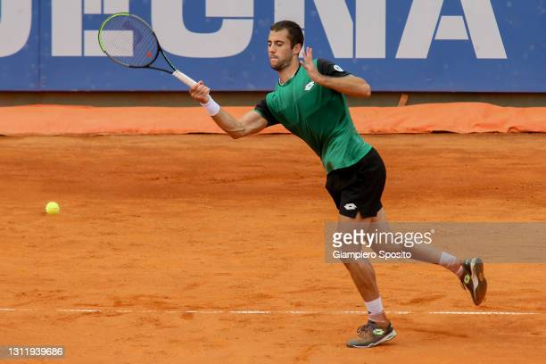 Laslo Djere of Serbia plays a forehand in his final match against Lorenzo Sonego of Italy at the Sardegna Open on April 11, 2021 in Cagliari, Italy.