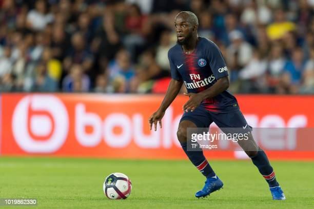 Lassana Diarra of Paris St. Germain controls the ball during the Ligue 1 match between Paris Saint-Germain and SM Caen at Parc des Princes on August...