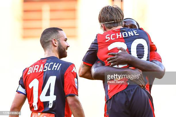 Lasse Schone of Genoa celebrates with his team-mates Davide Biraschi and Cristian Zapata after scoring a goal on a free kick during the Serie A match...
