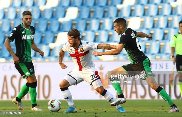 Lasse Schone of Genoa CFC competes for the ball with Mehdi Bourabia of US Sassuolo during the Serie A match between US Sassuolo and Genoa CFC at...