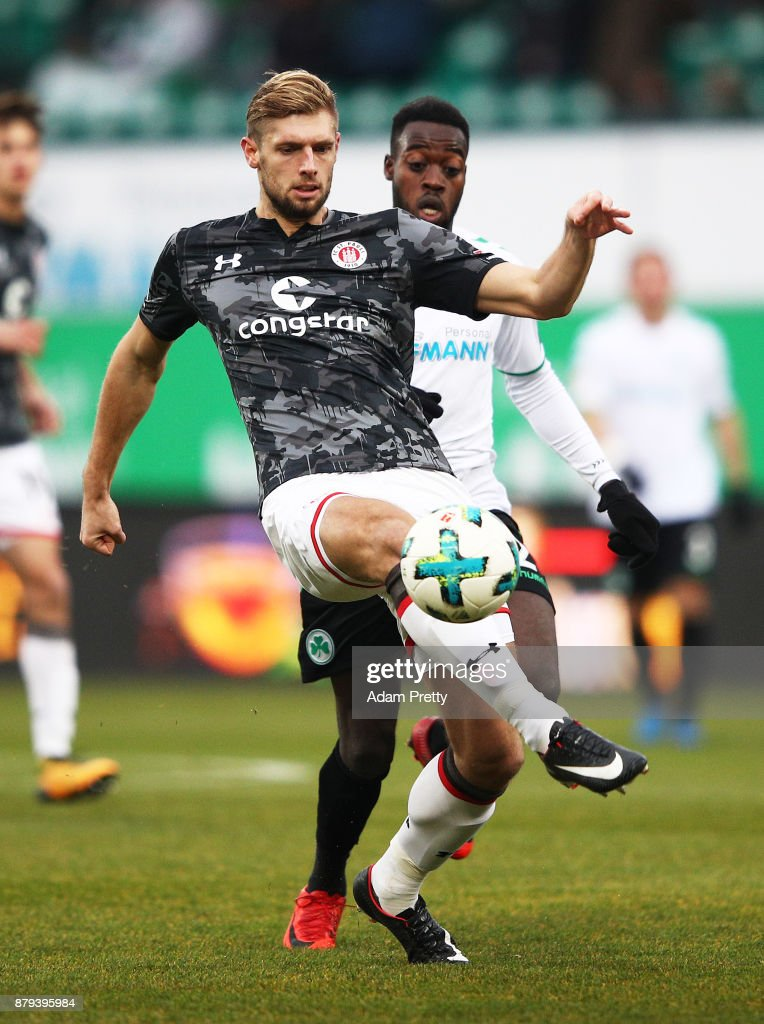 Lasse Sobiech of FC St. Pauli is challenged by Khaled Narey of SpVgg Greuther Fuerth during the Second Bundesliga match between SpVgg Greuther Fuerth and FC St. Pauli at Sportpark Ronhof Thomas Sommer on November 26, 2017 in Fuerth, Germany.