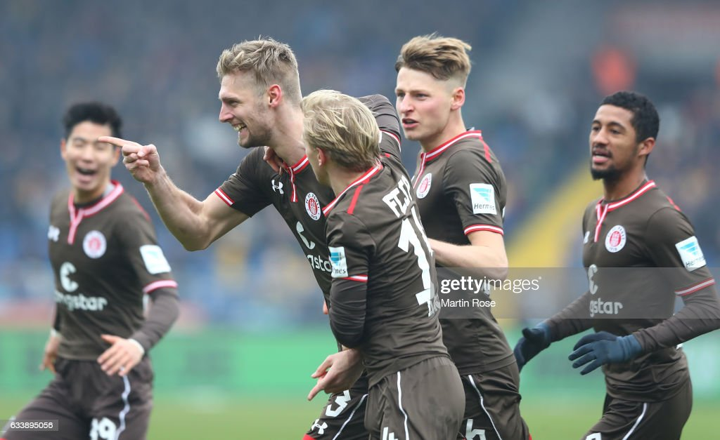Lasse Sobiech of St. Pauli celebrates scoring his goal with teamates during the Second Bundesliga match between Eintracht Braunschweig and FC St. Pauli at Eintracht Stadion on February 5, 2017 in Braunschweig, Germany.