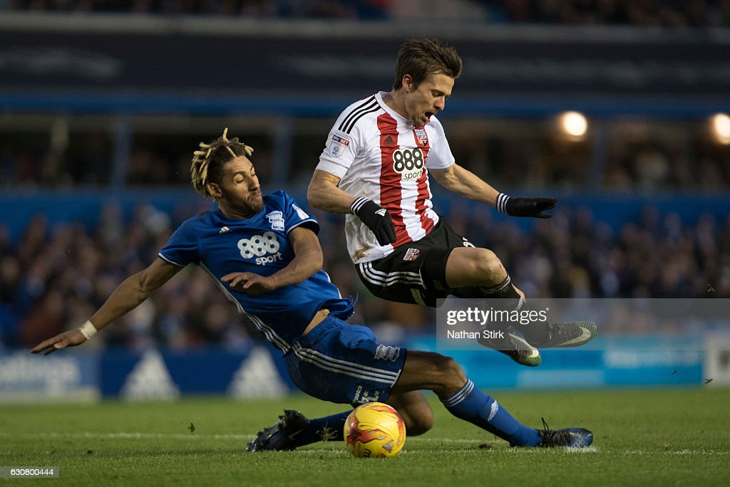 Lasse Vibe of Brentford and Ryan Shotton of Birmingham City in action during the Sky Bet Championship match between Birmingham City and Brentford at St Andrews Stadium on January 2, 2017 in Birmingham, England (Photo by Nathan Stirk/Getty Images).