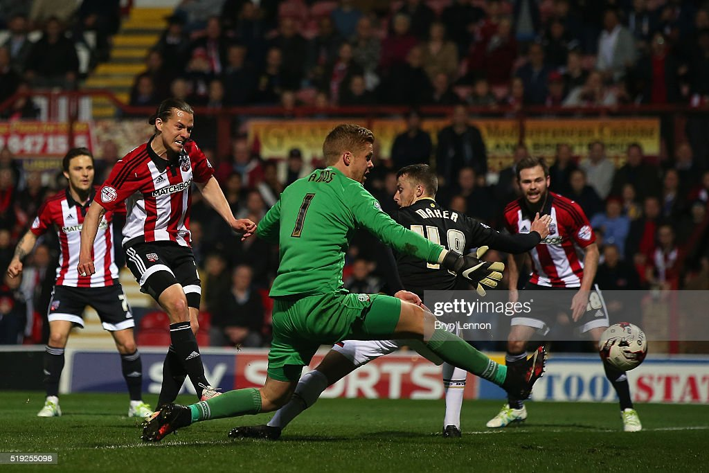 Brentford v Bolton Wanderers - Sky Bet Championship : News Photo