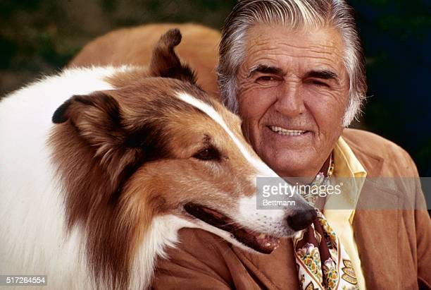 Lassie posed with owner and trainer Rudd Weatherwax