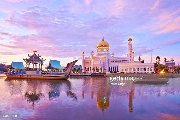 Last afternoon sunlight and water reflection on The Omar Ali Saifuddien Mosque.