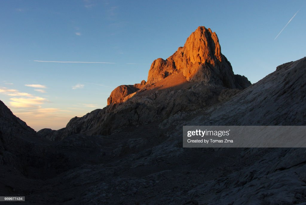 Last light in Picos de Europa in a sunset scene : Bildbanksbilder