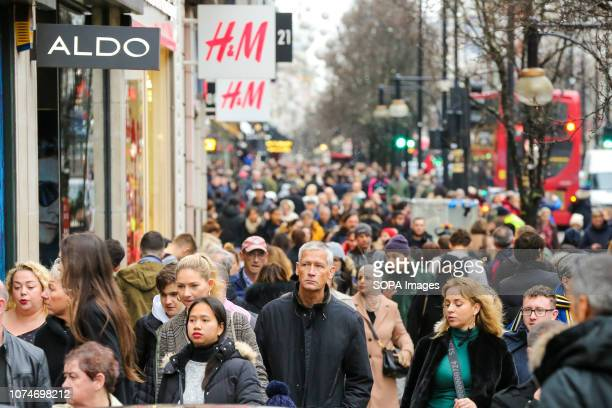 Last minute Christmas shoppers are seen on London's Oxford Street Last minute Christmas shoppers take advantage of preChristmas bargains at Oxford...
