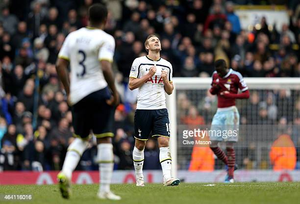 Last minute goalscorer Harry Kane of Spurs celebrates following is team's 22 draw during the Barclays Premier League match between Tottenham Hotspur...
