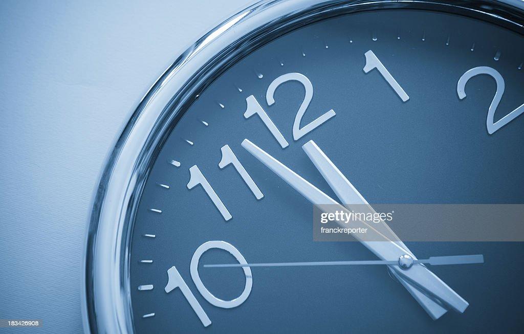 Última hora, à direita na hora : Foto de stock