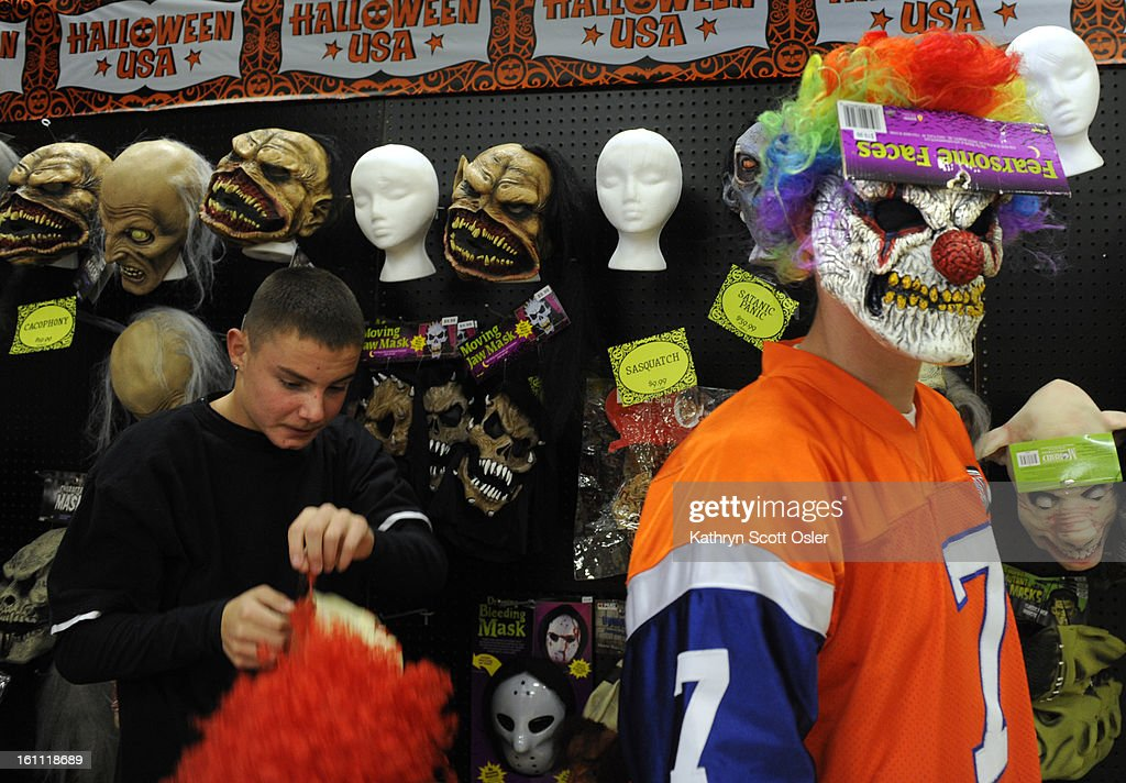last-minute-shoppers-try-and-find-the-perfect-halloween-costume -at-picture-id161118689  sc 1 st  Getty Images & Last minute shoppers try and find the perfect Halloween costume at ...