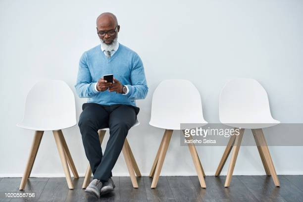 last minute text messages before the big interview - waiting room stock pictures, royalty-free photos & images