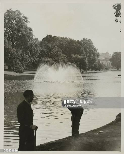 Last TryOut The lake in St James 's Park has now been filled with water again and with ornamentsl fountains playing it is quite ready for the Victory...