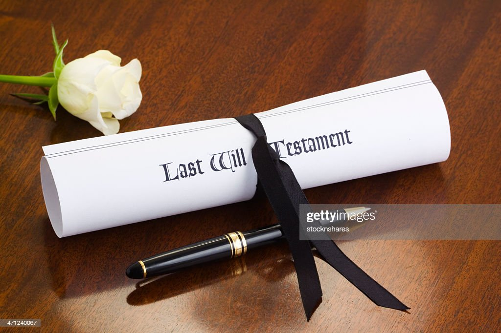 Last will, white rose and black pen sitting on a table : Stock Photo