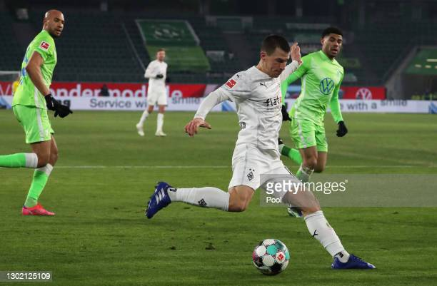 Laszlo Benes of Borussia Moenchengladbach looks to cross the ball during the Bundesliga match between VfL Wolfsburg and Borussia Moenchengladbach at...
