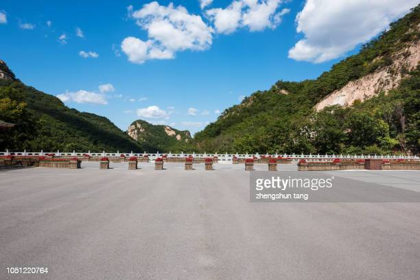 lat broad asphalt road in the mountains. - dandong stock pictures, royalty-free photos & images