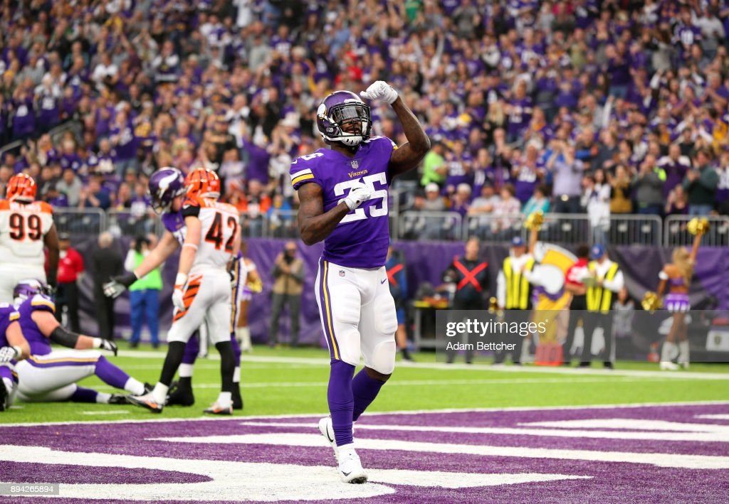 Latavius Murray #25 of the Minnesota Vikings celebrates after scoring a rushing touchdown in the first quarter of the game against the Cincinnati Bengals on December 17, 2017 at U.S. Bank Stadium in Minneapolis, Minnesota.