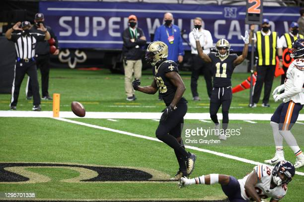 Latavius Murray of the New Orleans Saints celebrates after scoring a six yard touchdown against the Chicago Bears during the third quarter in the NFC...