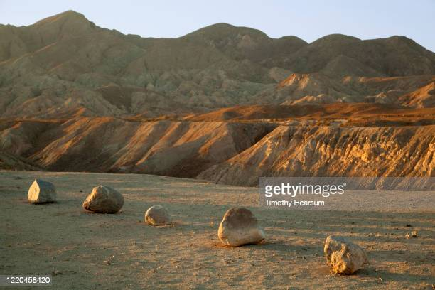 late afternoon light on small boulders and mountains beyond in anza borrego desert state park - timothy hearsum stock pictures, royalty-free photos & images